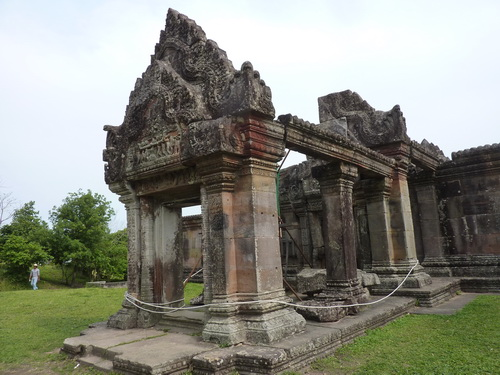 Preah Vihear gopura 4 entrance churchig